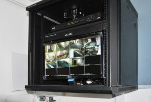 Szafa rack z kompletnym systemem monitoringu